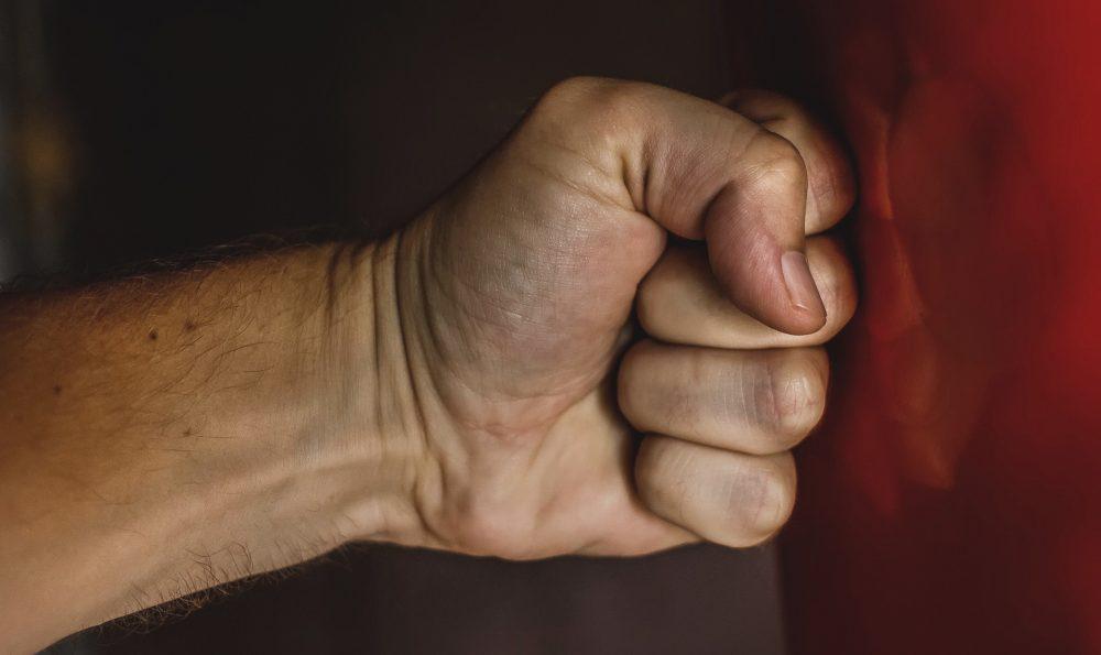 Golpear El Saco De Boxeo Sin Guantes Sacodeboxeo Online