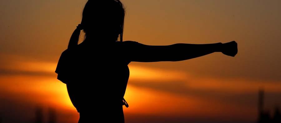 Entrenamiento de sombra, lesiones en los puños, boxeo de sombra, boxeo sin golpes, boxear al aire